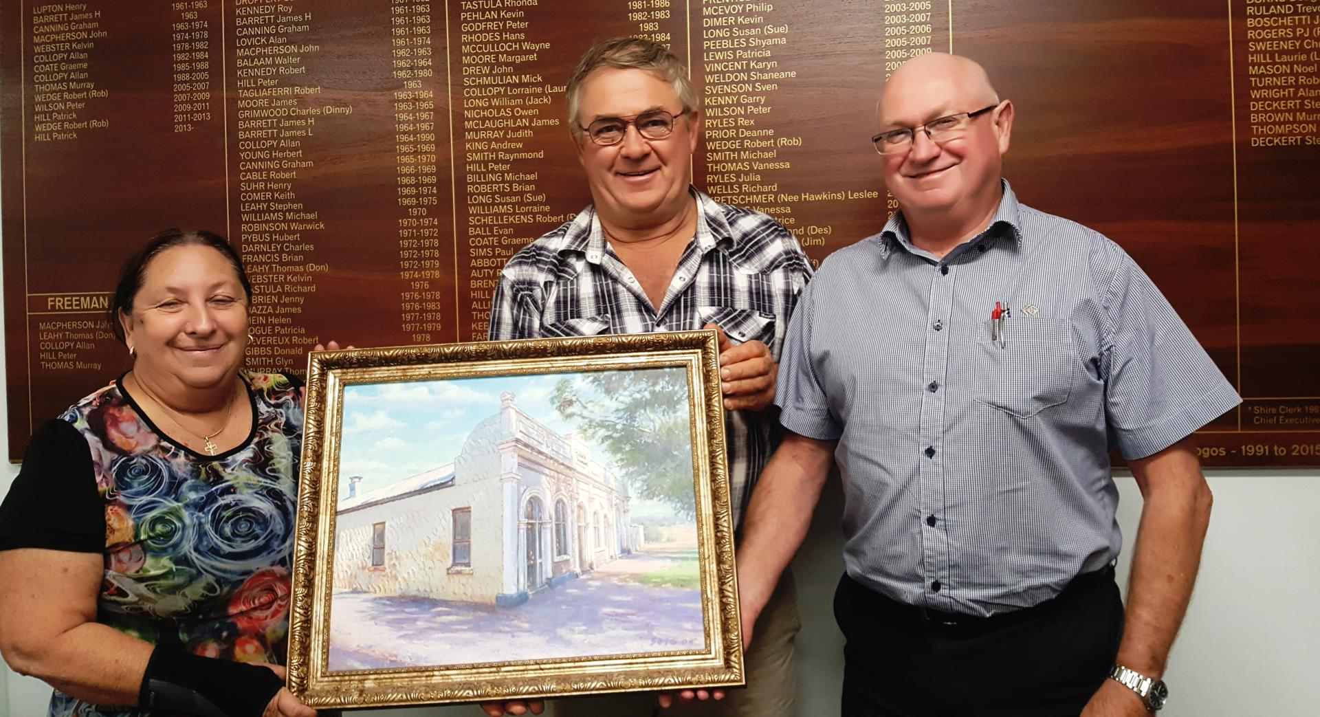 Cr Rosemary Street presenting the Coach House painting to Cr Pat Hill, Shire President and Peter Naylor, Chief Executive Officer.